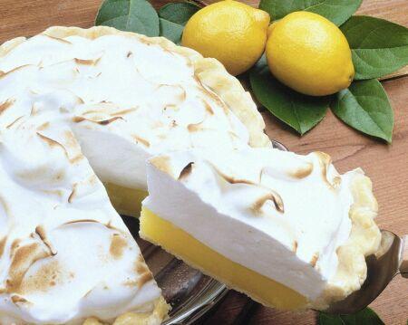 торт в разрезе с лимонами